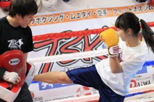 """<h3>【西横浜・保土ヶ谷】TSKjapan横浜キックボクシングジム</h3> IMG_0576.jpg 横浜で子供からシニアまで集まる誰にでも出来るキックボクシングジムです。 シェイプアップ・趣味から本格派まで、それぞれの目標に合わせて しっかりとインストラクターが指導いたします。 施設体験会も実施中。お気軽にお問い合わせください。  <table class=""""tablepress""""><tbody><tr class=""""row-1""""><td class=""""column-1"""">アクセス</td><td class=""""column-2""""><a href=""""https://goo.gl/maps/2qNwvjXcwuM2"""" target=""""_blank"""">神奈川県横浜市西区久保町1-20アイシ-ビル3階</a></td></tr> <tr class=""""row-2""""><td class=""""column-1"""">体験料金</td><td class=""""column-2"""">女性500円 子供無料 男性1000円</td></tr> <tr class=""""row-3""""><td class=""""column-1"""">料金プラン例</td><td class=""""column-2"""">入会金10000円→ キャンペーン情報HP参照 キッズ月謝 5400円~ 中学生月謝 7500円 高校生月謝 8600円 女性月謝 8600円 女性スクール週1回月謝 5400円 一般男性月謝 10500円</td></tr> <tr class=""""row-4""""><td class=""""column-1"""">施設内容</td><td class=""""column-2"""">シャワー・トイレ・更衣室・ウェイトエリア・キックボクシングエリア</td></tr> <tr class=""""row-5""""><td class=""""column-1"""">営業時間</td><td class=""""column-2"""">平日17時から23時 土曜日10時半から23時</td></tr> <tr class=""""row-6""""><td class=""""column-1"""">ホームページ</td><td class=""""column-2""""><a href=""""http://tsk-jpn.com/"""" target=""""_blank"""">http://tsk-jpn.com/</a></td></tr> <tr class=""""row-7""""><td class=""""column-1"""">facebook</td><td class=""""column-2""""><a href=""""https://www.instagram.com/tskjapan.kick/"""" target=""""_blank"""">https://www.instagram.com/tskjapan.kick/</a></td></tr></tbody></table>"""